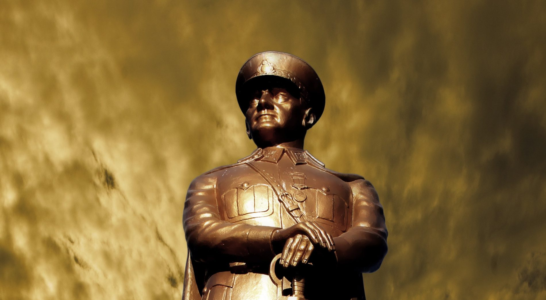 Know-It-All Leaders depicted by a scary military statue
